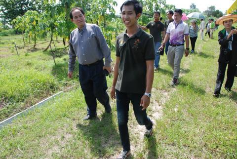 """Young Smart Farmer ว่าที่ ร.ต.วรพล พานทอง เกษตรกรหนุ่มจากไร่ """"พานทอง พอเพียง"""" อำเภอปางศิลาทออง จังหวัดกำแพงเพชร เรียนจบหันมาเอาดีทางเกษตรเมินมนุษย์เงินเดือน..มาเป็นมนุษย์เงินดินรายได้ต่อเดือน 2- 3 หมื่นบาท"""