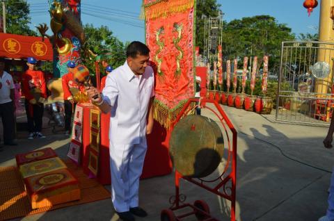 """เริ่มแล้ว!!...ผู้ว่าราชการจังหวัดกำแพงเพชร เป็นประธานเปิดงานศาลเจ้า """"ปึงเถ่ากง-ม่า"""" เจ้าพ่อเสือกำแพงเพชร ชาวไทยเชื้อสายจีนร่วมพิธีและขบวนแห่กว่า 600 คน"""